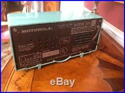 1950s Motorola 56H Turbine Plaskon Vintage Tube Radio in Seafoam Green