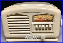Airline Ivory painted bakelite vintage vacuum tube radio