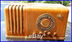 Airline Mongomery Ward Model 62-367 Multi Ban Art Deco Radio Vintage Radio