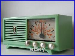 BEAUTIFUL 1960s VINTAGE GREEN PHILCO TRANSITONE MW+SW VALVE TUBE RADIO, WORKS A1