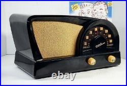 Beautiful 1950 Truetone Boomerang Shape D2017 Vintage Tube Radio Excellent