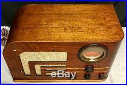 Beautiful, WORKING 1939 Philco Streamlined Vintage Vacuum Tube ART DECO Radio