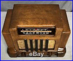 Beautiful, WORKING Addison COURTHOUSE ART DECO vintage vacuum tube radio