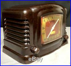 Beautiful, working 1946 Truetone #D-2610 Bakelite Vintage Deco Vacuum Tube Radio
