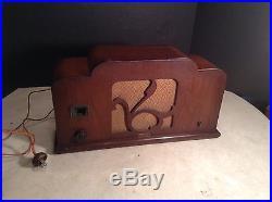 Circa 1933 Vintage Churchill Skylark 4-Tube Radio
