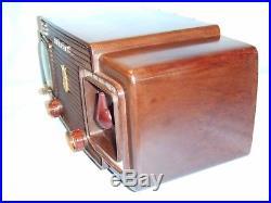 Fully Restored 1957 Vintage Zenith Model Z515 Antique Tube AM Clock Radio