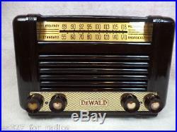 Outstanding Vintage Bakelite DeWald AM/FM Tube Radio Model C-800-RESTORED