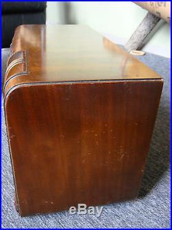 Prof. Restored Vintage RCA Victor A25 Globetrotter Wood Cabinet Tube Radio