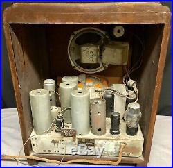 RCA T5-2 Globe Trotter vintage vacuum tube tombstone radio