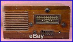 Rare Vintage Truetone Model D-911 Tube Table Radio