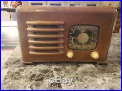 VINTAGE ANTIQUE WOOD ZENITH LONG DISTANCE RADIO TUBE Model 60625 works