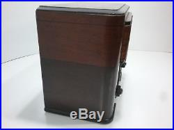 Vintage 1939 RCA T80 Wooden AM/SW Radio with Green Tuning Eye