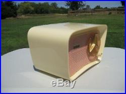 Vintage Traveler T-201 Plaskon tube radio. Not Bakelite. MINT. WORKS