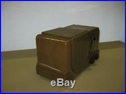 Vintage all Plaskon Baby Addison radio. Near mint, working. Not Bakelite