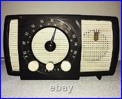 Vintage antique Zenith AM-FM tube radio Model Y-723, Year 1956, Works Great