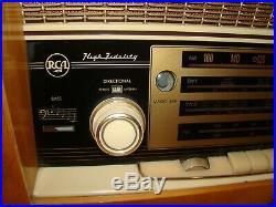 Vtg RCA International High Fidelity AM FM Short Wave Large Table Top Radio Works