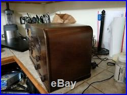 Vtg Wood Cabinet Art Deco Philco 37-62 Tube Radio