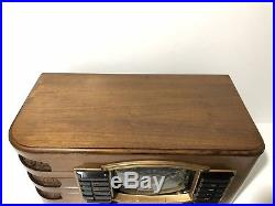 Zenith 6S632 Vintage 1942 Table Top AM/ Short Wave Tube Radio Lights Up Works