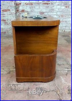Zenith Beautiful Vintage Chairside tube Radio